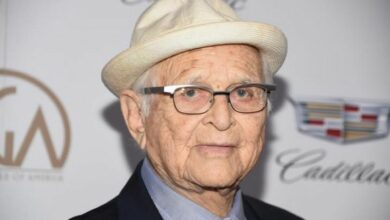 Photo of Norman Lear becomes oldest Emmys winner at 97