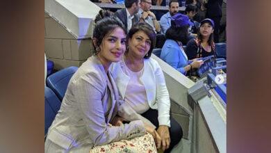 Photo of Priyanka Chopra, her mom cheers for Serena Williams at US open