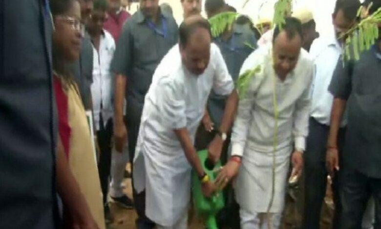 Jharkhand: CM kicks off plantation drive in Ranchi