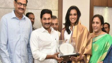 Photo of YS Jagan promises 5 acres for PV Sindhu's Badminton Academy