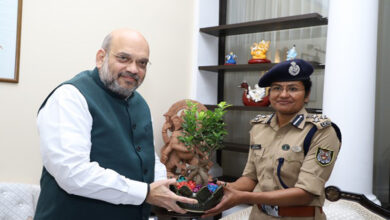 Photo of 'Seven Summits' conquerer Aparna Kumar meets Amit Shah