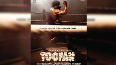 Photo of Farhan Akhtar flaunts chiselled body in first look from 'Toofan'