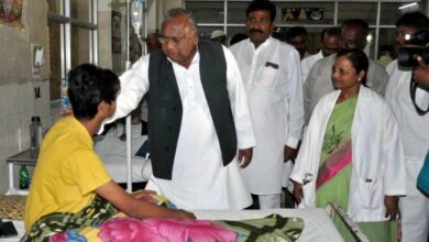 Photo of Congress leader Hanumanth Rao visits Fever hospital