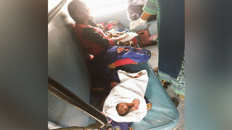 Chhattisgarh – Woman gives birth to baby in moving train.