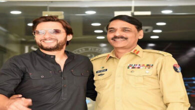 Photo of Hug triggers speculation: Will Shahid Afridi become future PM?