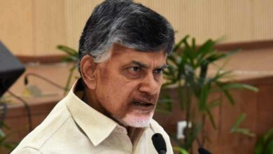 Photo of Chandrababu meets Guv, seeks CBI probe into Kodela suicide