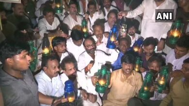 Photo of UP power tariff hike: Congress workers stage 'lantern' protest