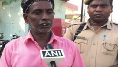 Photo of Ayodhya land dispute litigant, Iqbal Ansari, attacked by woman