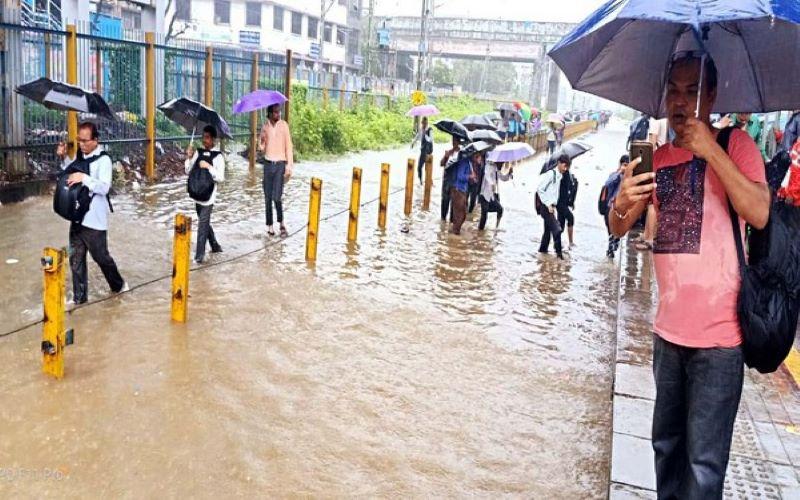 IMD issues heavy rainfall alert for Maharashtra, AP