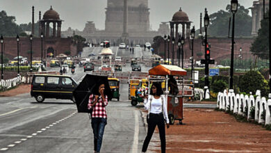 Photo of Delhi receives light showers, AQI improves to 'satisfactory'