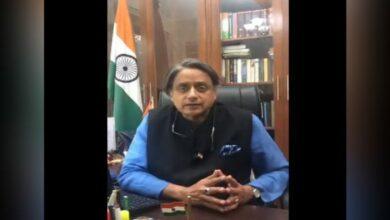 Photo of Kashmir: Shashi Tharoor criticizes Govt., warns other states