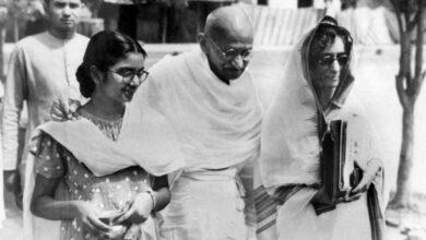 Photo of 'Gandhi died a sad man'