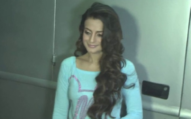 Fantastic Court Issues Arrest Warrant Against Ameesha Patel Caraccident5 Cool Chair Designs And Ideas Caraccident5Info
