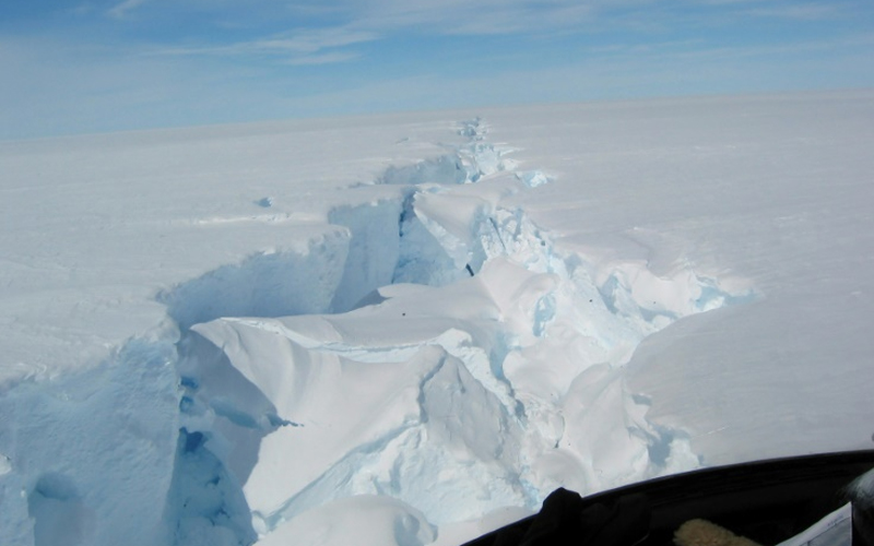 315 billion tonnes of iceberg breaks off Antarctica