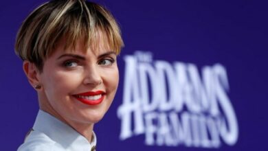 Photo of I tore ligament off the bone: Charlize Theron on her hand injury