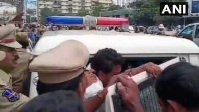 Photo of Protesting Congress, RTC workers detained in Hyderabad