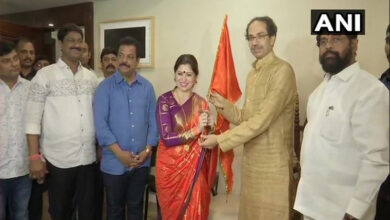 Photo of Marathi actress Deepali Sayed joins Shiv Sena