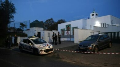 Photo of Man with rightwing links tries to burn French mosque, shoots 2