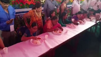 Photo of 60-yr-old wolfs down 6 idlis in a minute, wins competition