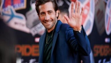 Photo of Jake Gyllenhaal rescues a dog from busy NYC traffic