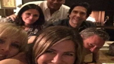Photo of Jenifer Aniston, Reese Witherspoon re-enact 'Friends' episode