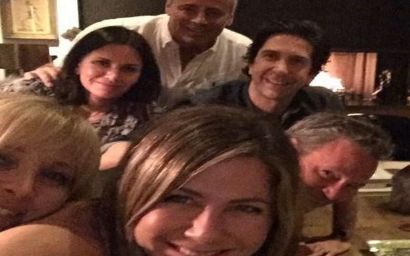 'Friends' reunite as Jennifer Aniston joins Instgram