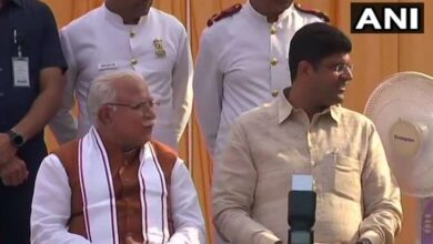 Photo of Barring Cabinet colleagues, Khattar, Dushyant take oath
