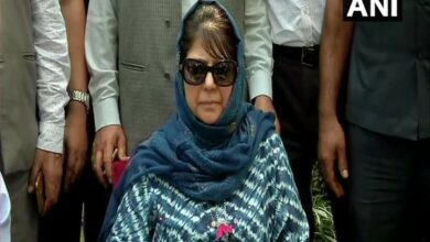 Photo of Mehbooba slams Centre over restrictions in Kashmir