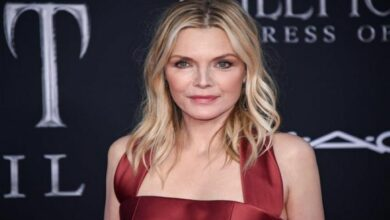 Photo of Michelle Pfeiffer opens up about struggles, fears during early career