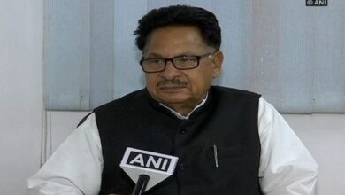 PL Punia seeks action over mobile theft in train