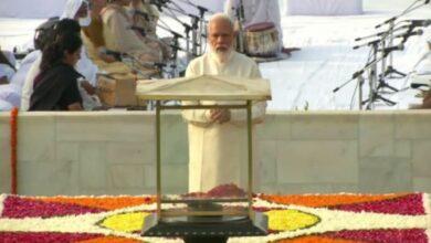 Photo of PM Modi pays tribute to Mahatma Gandhi at Raj Ghat