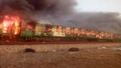 Photo of 16 killed, 13 injured as fire engulfs express train in Liaqatpur