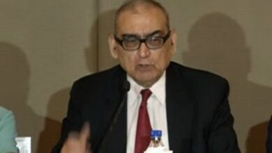 Photo of 'Tu idhar udhar ki baat na kar'; Katju lashes out at govt.