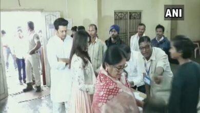 Photo of Maha polls: Genelia, Riteish Deshmukh cast their votes in Latur