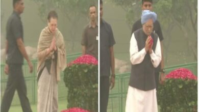 Photo of Sonia,Manmohan pay tribute to Indira Gandhi on death anniversary