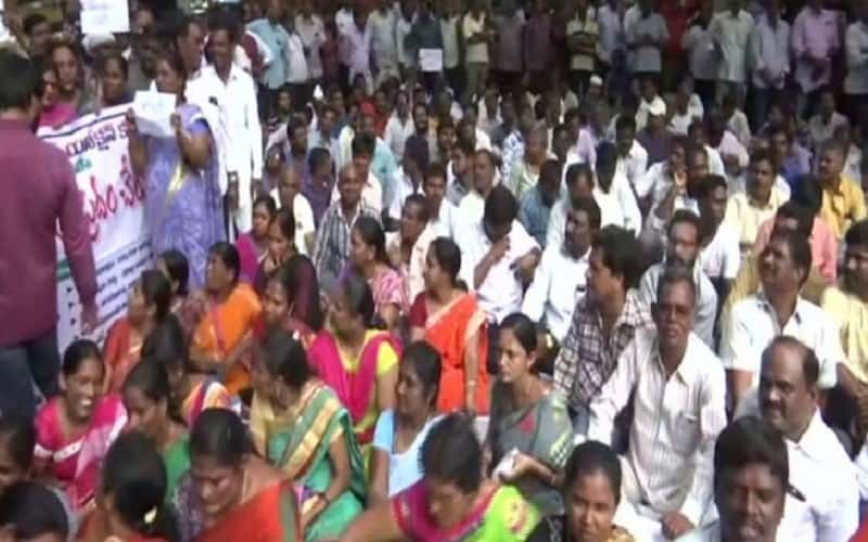 Protests by TSRTC employees intensifies in Hyderabad