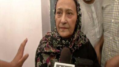 Photo of Wife Tazeen Fatma defends Azam Khan