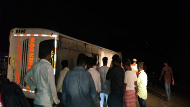 Photo of Anantapur: 6 injured as bus hits divider, turns turtle