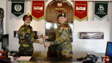 Photo of 'Fire and Fury of Corps' handed over to Lt Gen Harinder Singh