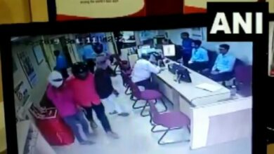 Photo of Bihar: Six people rob over Rs 8 lakh from bank in Muzaffarpur