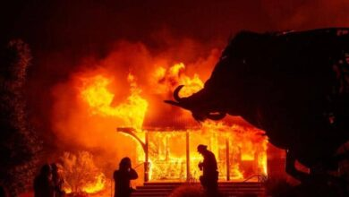 Photo of Powerful winds fan flames as 'historic' California blaze spreads