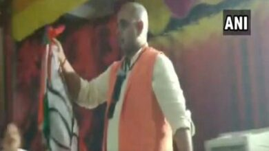 Photo of UP: BJP leader performs magic trick to woo voters in Rampur
