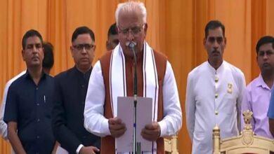Photo of Khattar takes oath as Haryana CM for second term