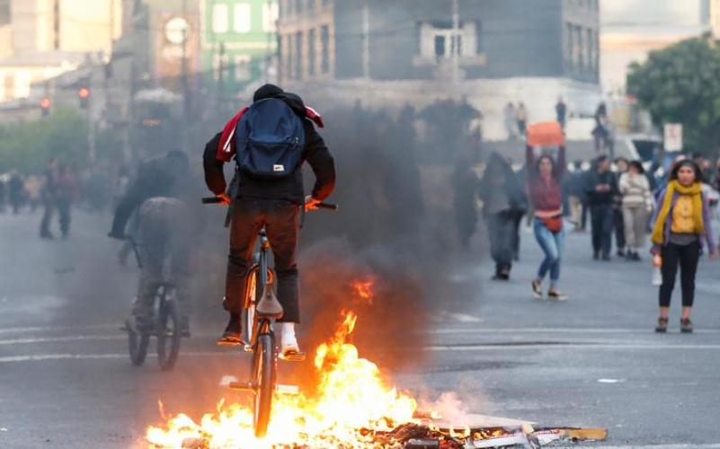41 subway stations damaged during protests in Chile