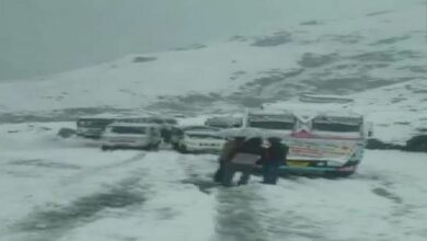 Photo of Traffic movement affected on Manali-leh highway after snowfall
