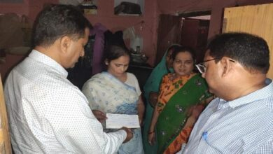 Photo of UP: Officials hand over Rs 15L cheque to Kamlesh Tiwari's wife