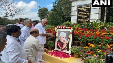 Photo of K'taka CM Yeddiyurappa pays tribute to Jawaharlal Nehru