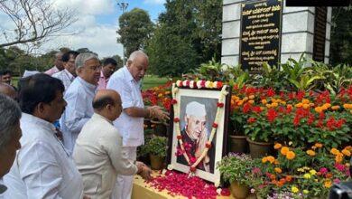 Photo of Karnataka CM Yeddiyurappa pays tribute to Jawaharlal Nehru
