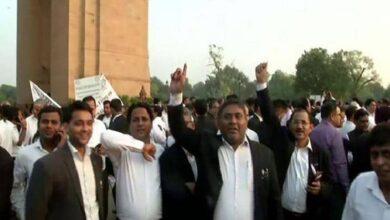 Photo of Tis Hazari clash:Delhi district court lawyers to continue boycot