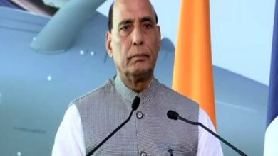 Photo of Rajnath hands over Rs 3 crore to two defence start-ups